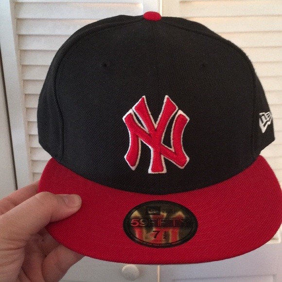 8972ee09bef Black Red White New York Yankees fitted hat. M 5adcf2011dffdac93dcd6fa2.  Other Accessories ...
